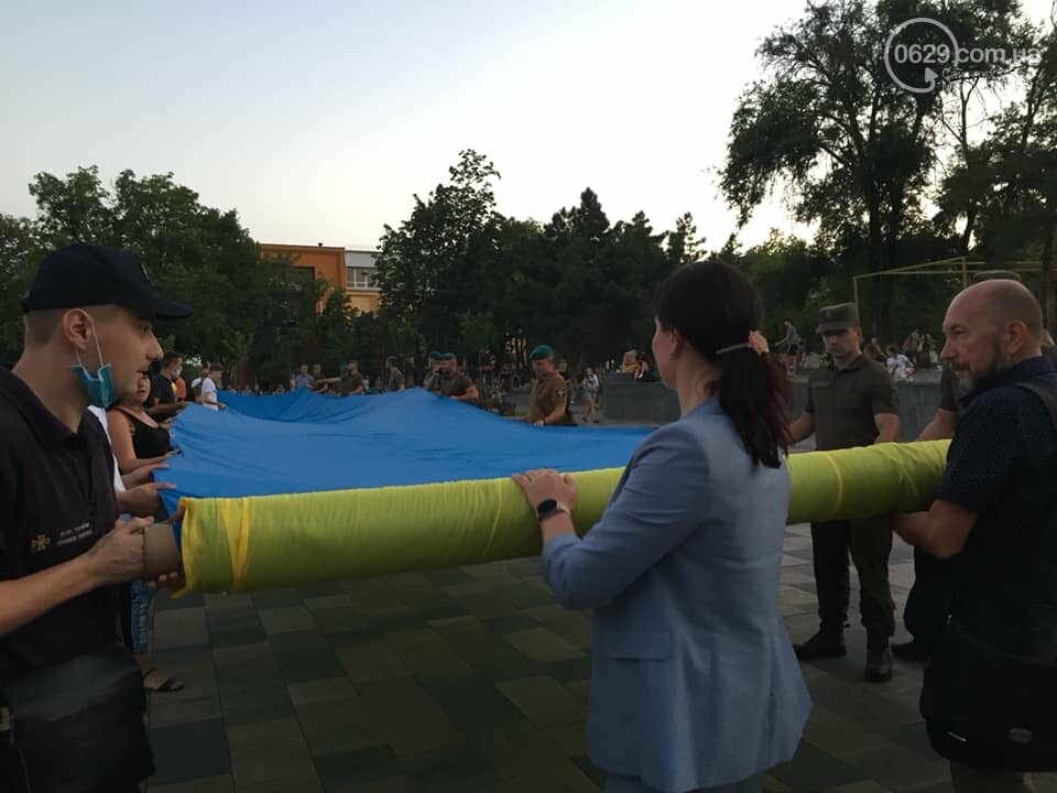 В Мариуполе День флага отметят раздачей квартир и развернут 100-метровый символ праздника, фото-3