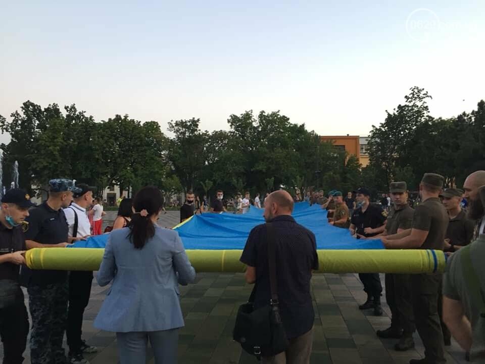 В Мариуполе День флага отметят раздачей квартир и развернут 100-метровый символ праздника, фото-1