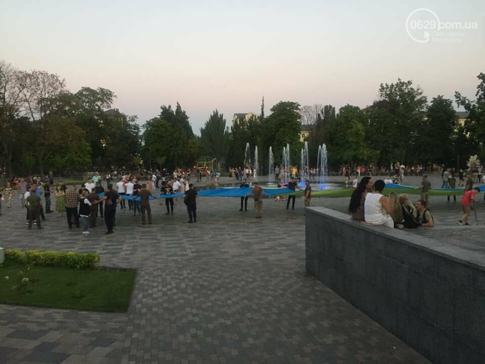 В Мариуполе День флага отметят раздачей квартир и развернут 100-метровый символ праздника, фото-2