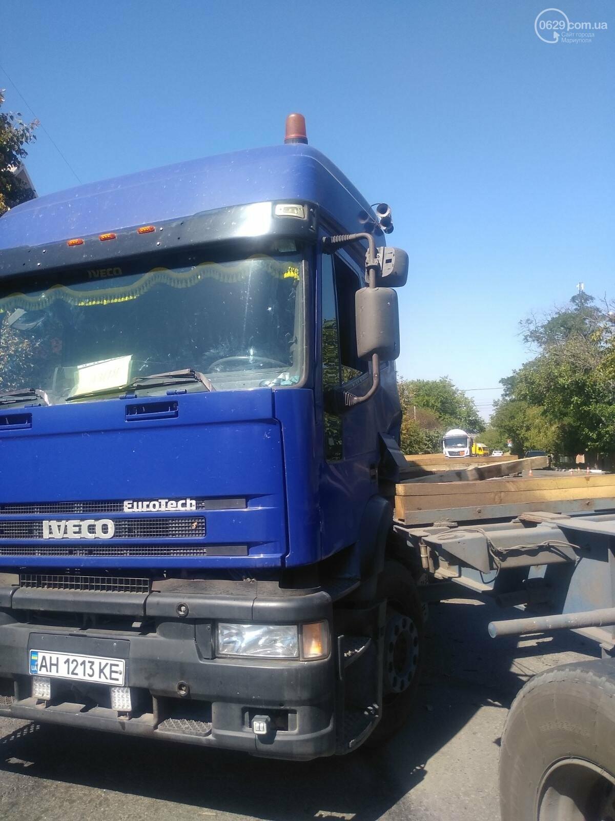 ДТП в Мариуполе: столкнулись два грузовика и перекрыли дорогу, - ФОТО, ВИДЕО, фото-5