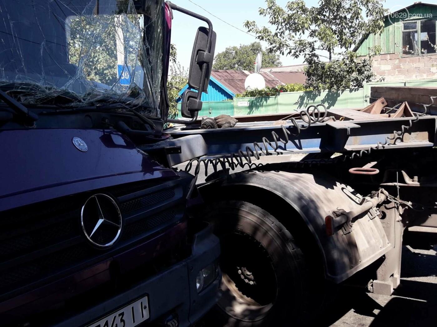 ДТП в Мариуполе: столкнулись два грузовика и перекрыли дорогу, - ФОТО, ВИДЕО, фото-3