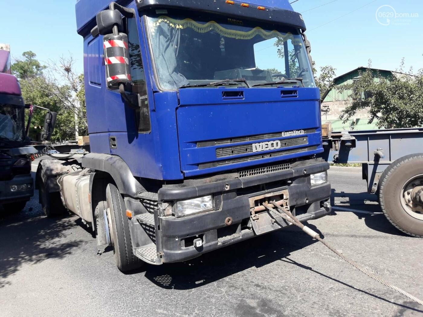 ДТП в Мариуполе: столкнулись два грузовика и перекрыли дорогу, - ФОТО, ВИДЕО, фото-4