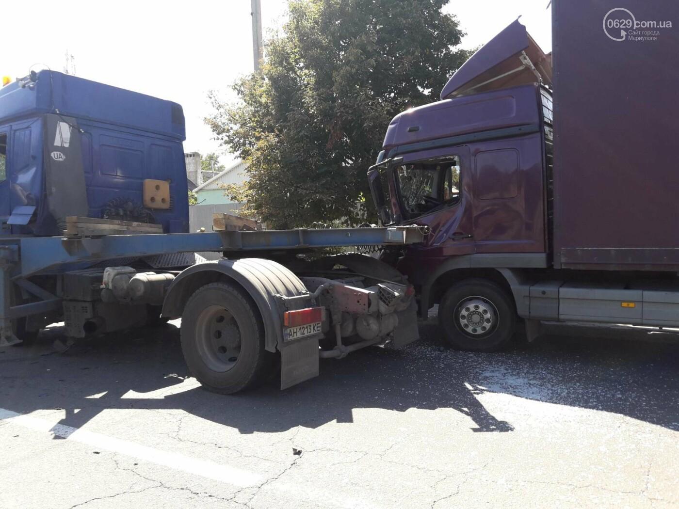ДТП в Мариуполе: столкнулись два грузовика и перекрыли дорогу, - ФОТО, ВИДЕО, фото-2