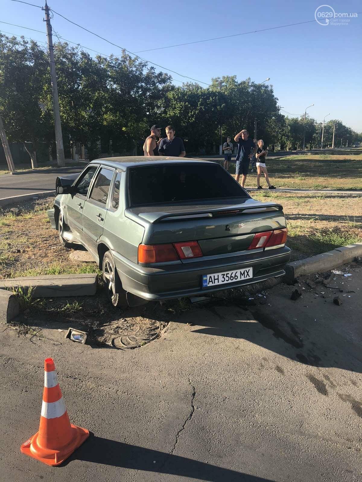 В Мариуполе на перекрестке столкнулись ВАЗ и Toyota. Пострадал 23-летний парень, - ФОТО, фото-6