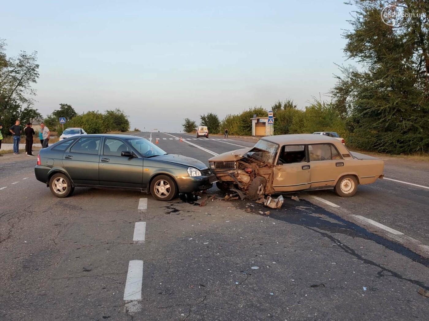 На трассе под Мариуполем «ВАЗ» протаранил «Lada Priora»,  - ФОТО, фото-2