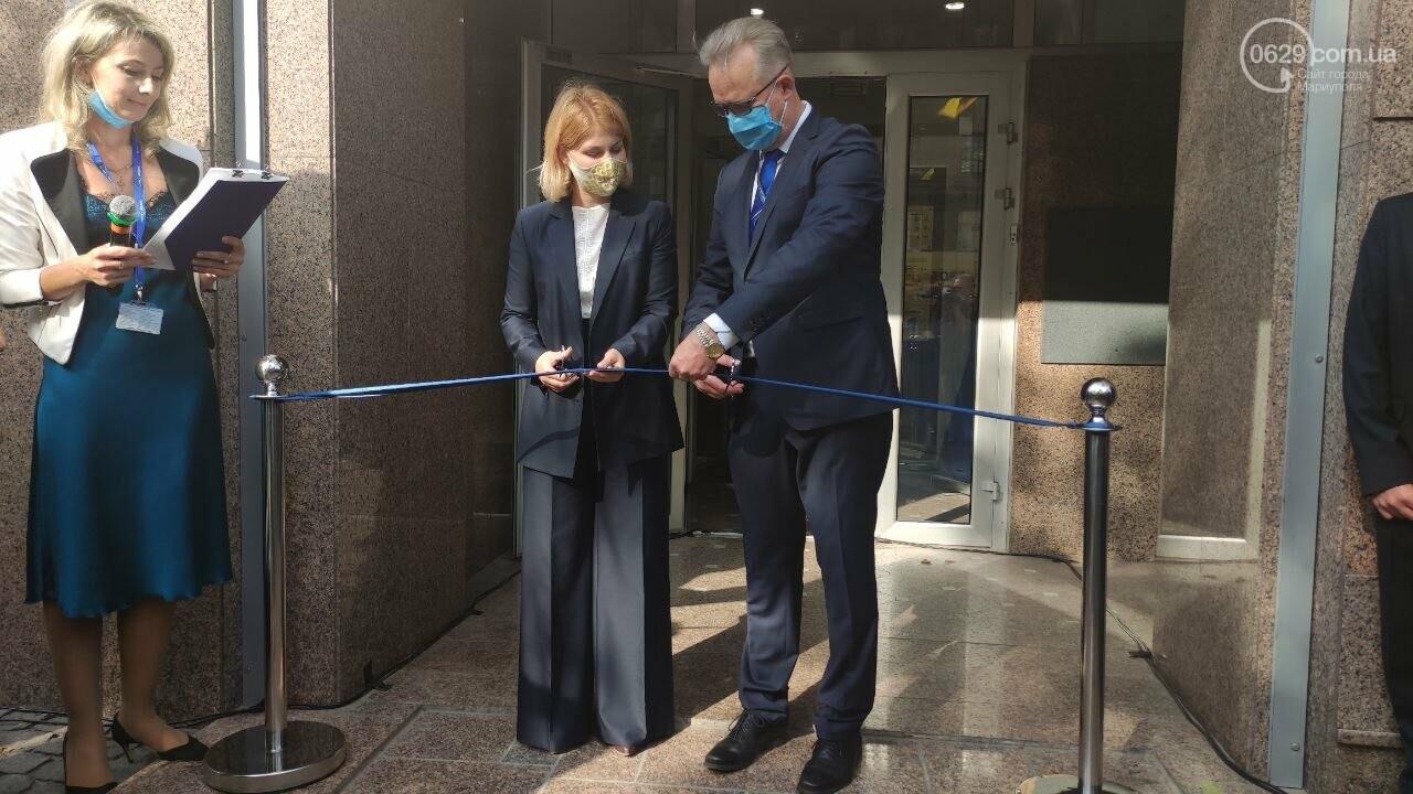 В Мариуполе открылось представительство ЕС. Журналистов внутрь не пустили, - ФОТОРЕПОРТАЖ, фото-9
