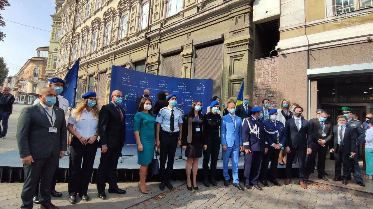 В Мариуполе открылось представительство ЕС. Журналистов внутрь не пустили, - ФОТОРЕПОРТАЖ, фото-1