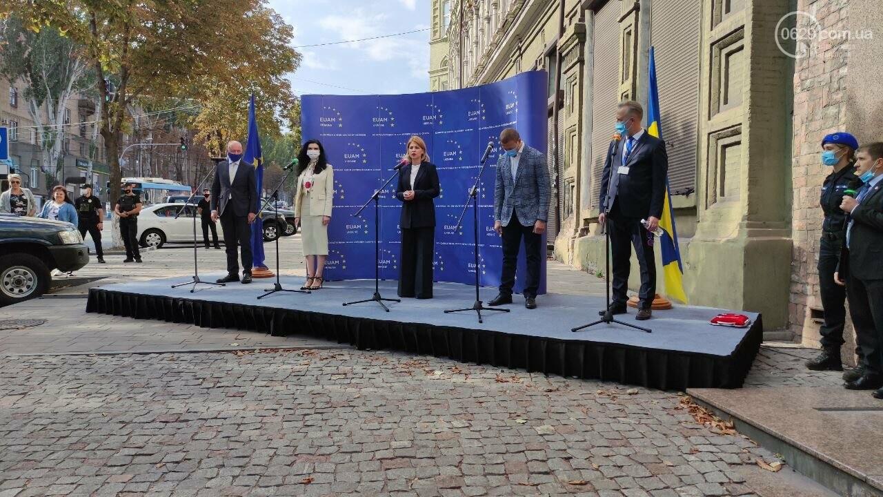 В Мариуполе открылось представительство ЕС. Журналистов внутрь не пустили, - ФОТОРЕПОРТАЖ, фото-3