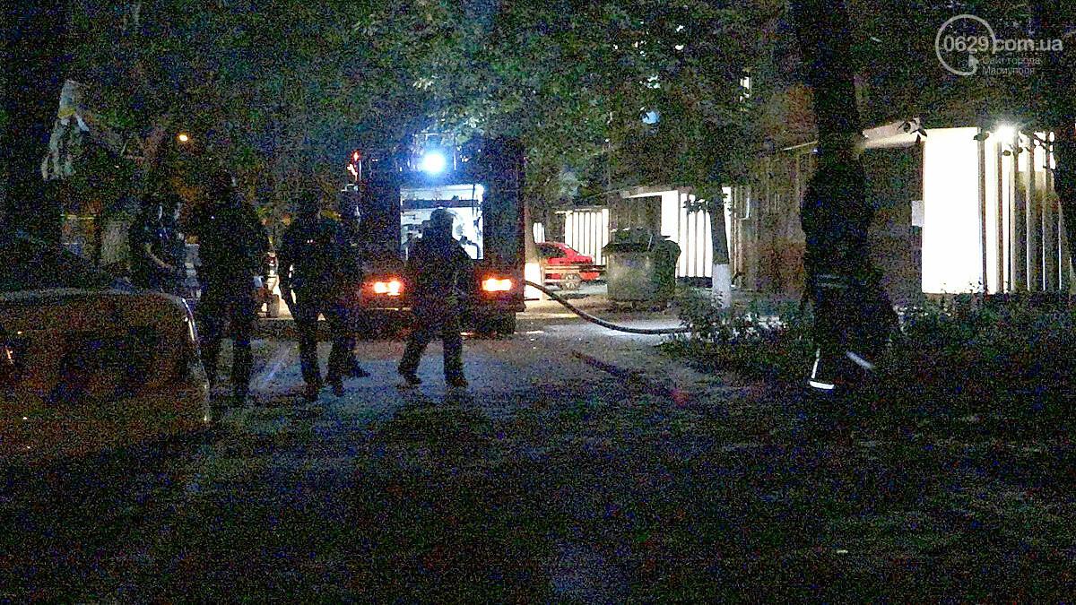 Пожар в квартире мариупольского Плюшкина. Хлам залили водой. Пострадал мужчина, - ФОТО, фото-1