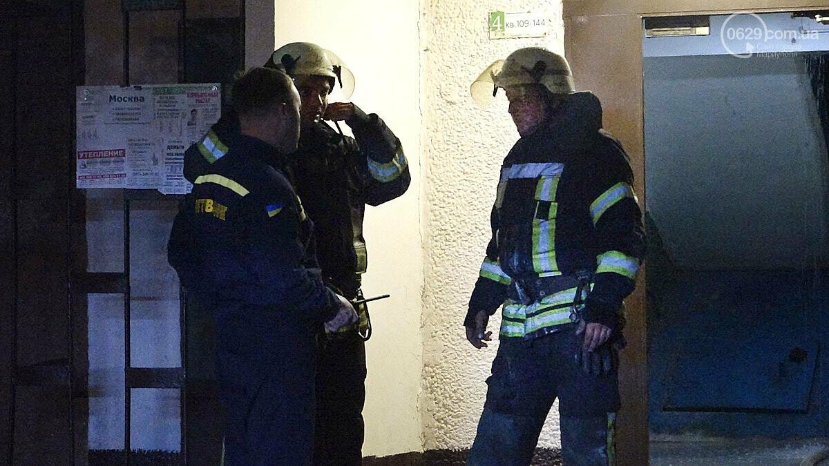 Пожар в квартире мариупольского Плюшкина. Хлам залили водой. Пострадал мужчина, - ФОТО, фото-4