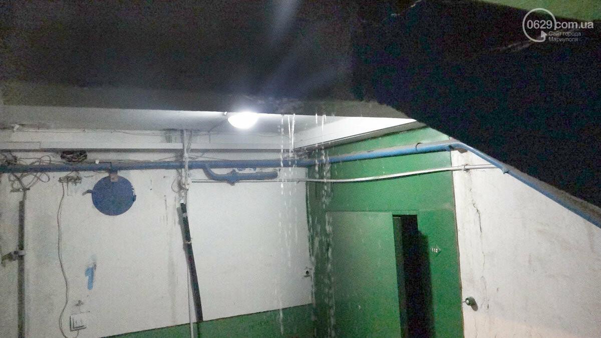 Пожар в квартире мариупольского Плюшкина. Хлам залили водой. Пострадал мужчина, - ФОТО, фото-6