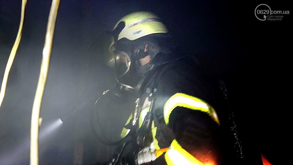 Пожар в квартире мариупольского Плюшкина. Хлам залили водой. Пострадал мужчина, - ФОТО, фото-10
