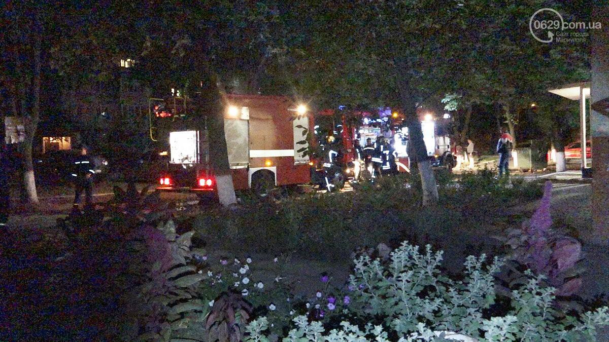 Пожар в квартире мариупольского Плюшкина. Хлам залили водой. Пострадал мужчина, - ФОТО, фото-19