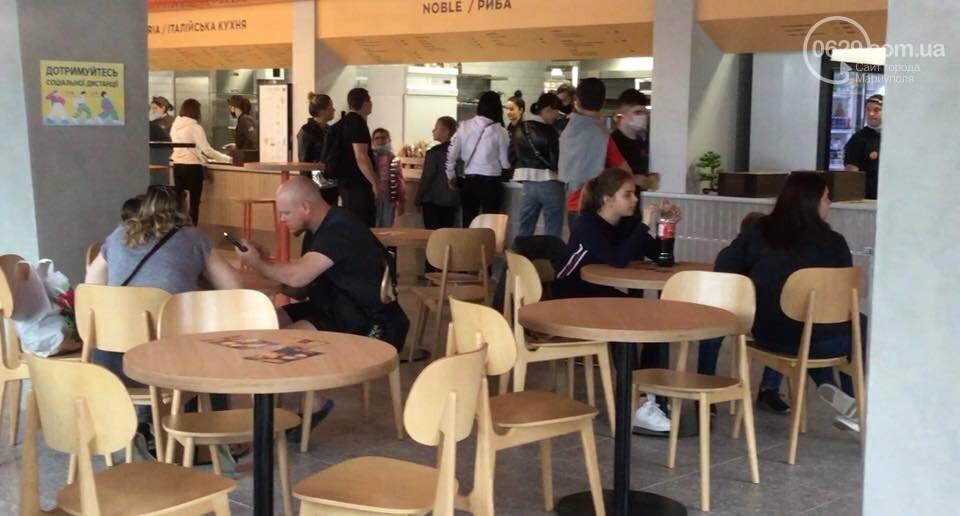 Чебуреки, устрицы, бургеры. На площади Свободы появился коммунально-коммерческий гастрохолл,- ФОТО, ВИДЕО, фото-9