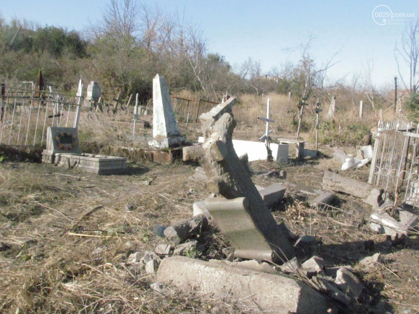 """""""Тут была война?"""" В Мариуполе кто-то крушит могилы на старом кладбище, - ФОТОРЕПОРТАЖ , фото-3"""