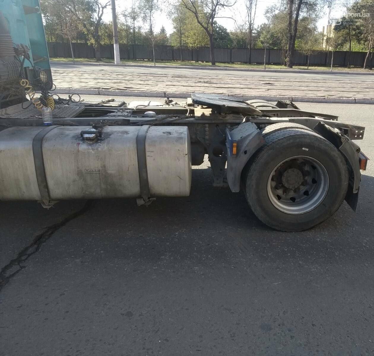В Мариуполе прицеп оторвался у грузовика и перекрыл дорогу, - ФОТО, ВИДЕО, фото-3