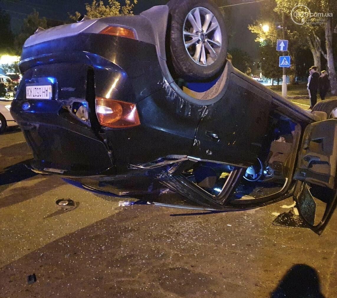 В Мариуполе на улице Кальмиусской перевернулся автомобиль,- ФОТО, фото-1
