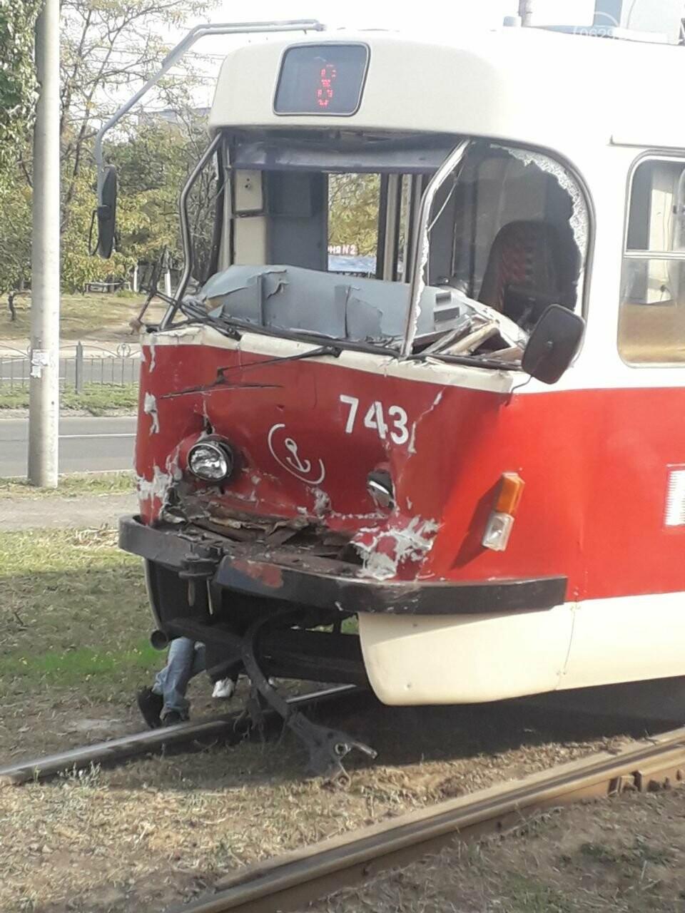 В Мариуполе трамвай на полном ходу потерял управление и врезался, - ФОТО, фото-3