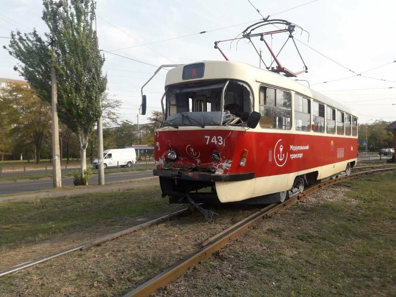 В Мариуполе трамвай на полном ходу потерял управление и врезался, - ФОТО, фото-1