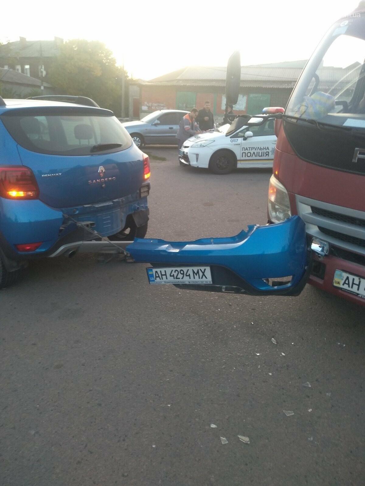 "В Мариуполе столкнулись грузовик и ""Рено"", - ФОТО, фото-2"