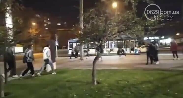 """ЧП на площади Свободы. Мариуполец бегал  с """"розочкой"""" в руке и ранил человека, - ФОТО, фото-4"""