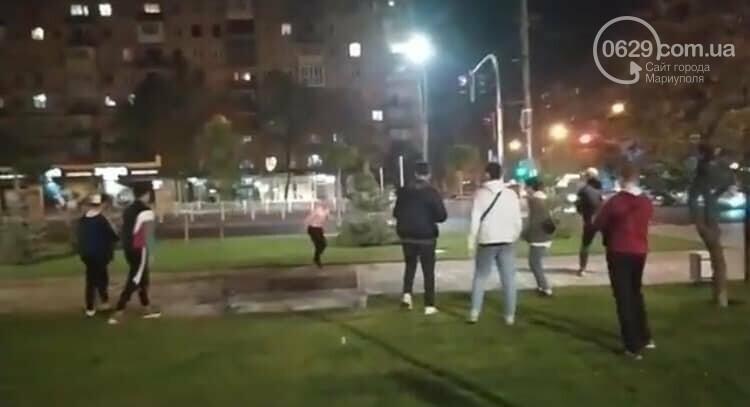 """ЧП на площади Свободы. Мариуполец бегал  с """"розочкой"""" в руке и ранил человека, - ФОТО, фото-1"""