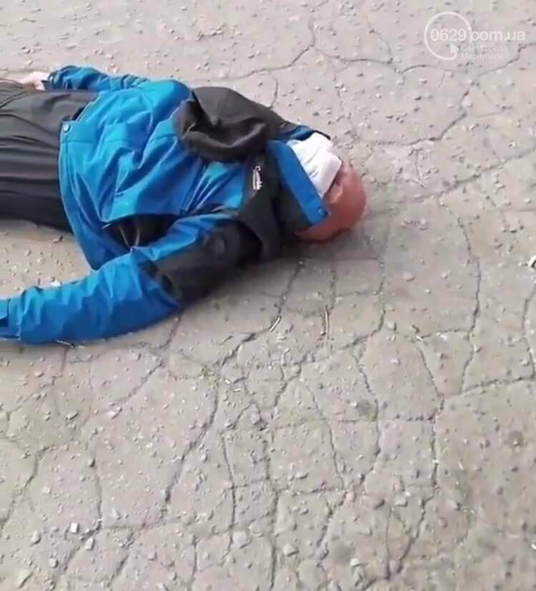 На площади Кирова мужчина лег под трамвай, - ФОТО, ВИДЕО, фото-1