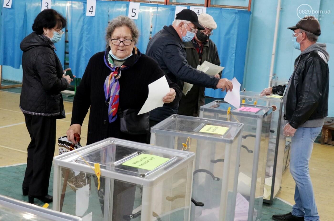 Как проходят выборы в Мариуполе – в 32-х фотографиях, - ФОТОРЕПОРТАЖ, фото-23