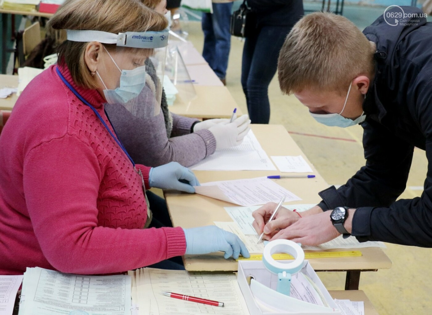 Как проходят выборы в Мариуполе – в 32-х фотографиях, - ФОТОРЕПОРТАЖ, фото-16