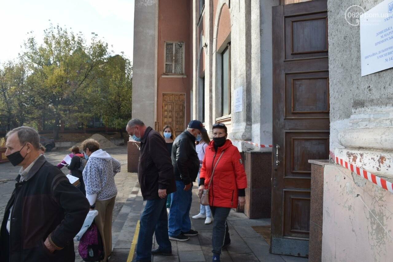 Очереди, люди в масках и проверка температуры. Как проходят выборы в Мариуполе, - ФОТОРЕПОРТАЖ, ВИДЕО, фото-8