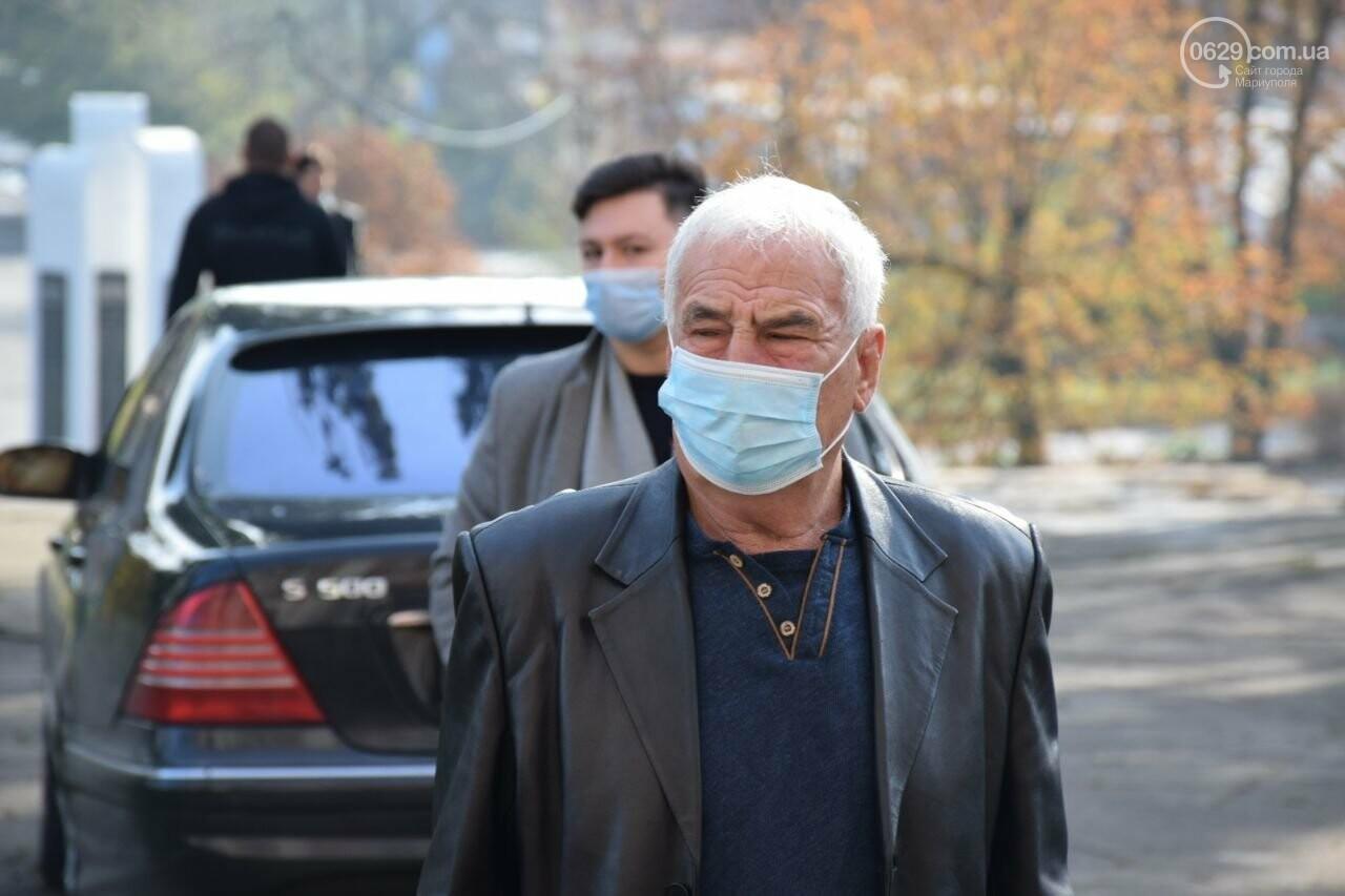 Очереди, люди в масках и проверка температуры. Как проходят выборы в Мариуполе, - ФОТОРЕПОРТАЖ, ВИДЕО, фото-6