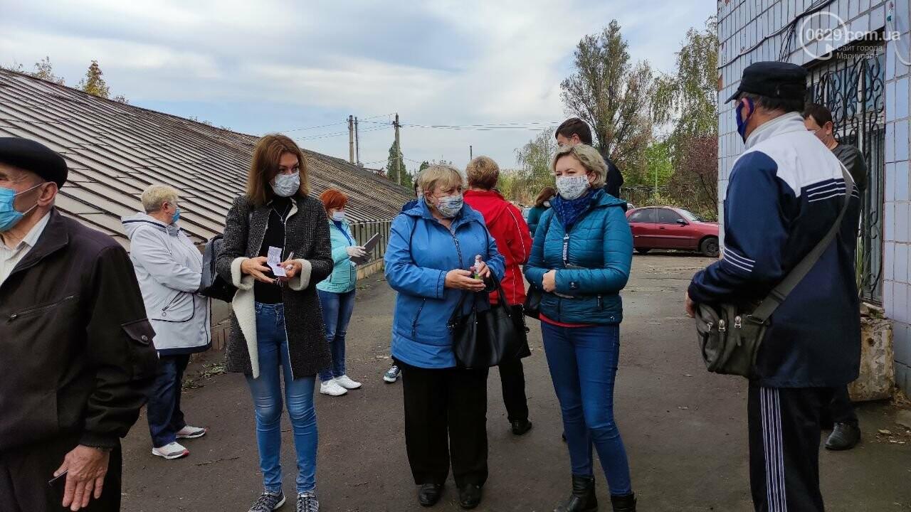 Очереди, люди в масках и проверка температуры. Как проходят выборы в Мариуполе, - ФОТОРЕПОРТАЖ, ВИДЕО, фото-34