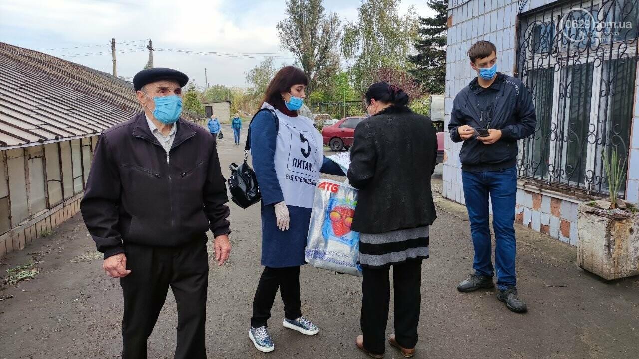 Очереди, люди в масках и проверка температуры. Как проходят выборы в Мариуполе, - ФОТОРЕПОРТАЖ, ВИДЕО, фото-37
