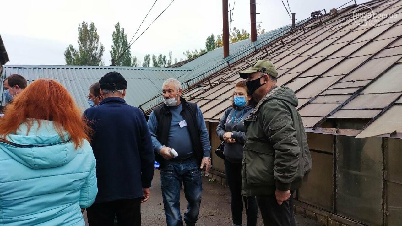 Очереди, люди в масках и проверка температуры. Как проходят выборы в Мариуполе, - ФОТОРЕПОРТАЖ, ВИДЕО, фото-2