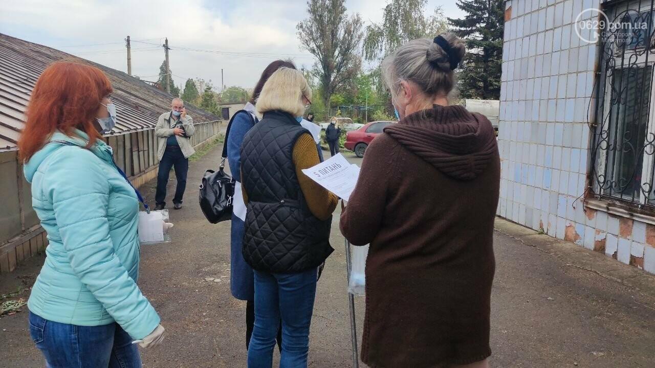 Очереди, люди в масках и проверка температуры. Как проходят выборы в Мариуполе, - ФОТОРЕПОРТАЖ, ВИДЕО, фото-41