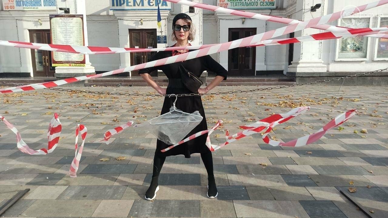 В центре Мариуполя появились вешалки, символизирующие нелегальные аборты, - ФОТО, фото-3