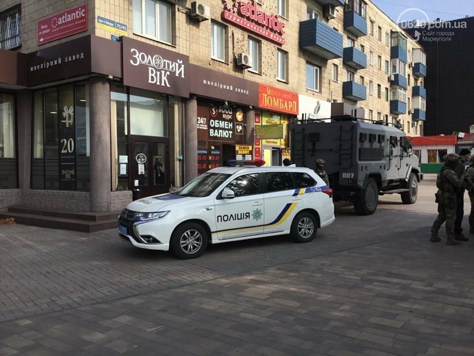 В центре Мариуполя  возле ювелирного салона работала полиция  и спецназ, - ФОТО, фото-1