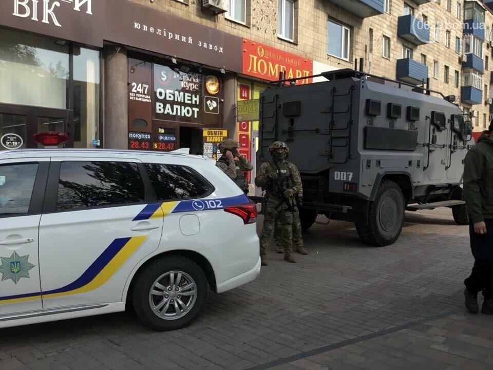 В центре Мариуполя  возле ювелирного салона работала полиция  и спецназ, - ФОТО, фото-3