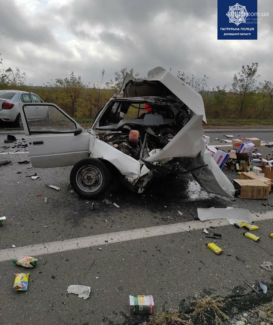 Автомобили вдребезги. В аварии на трассе под Мариуполем погибли два водителя, - ФОТО 18+, фото-2