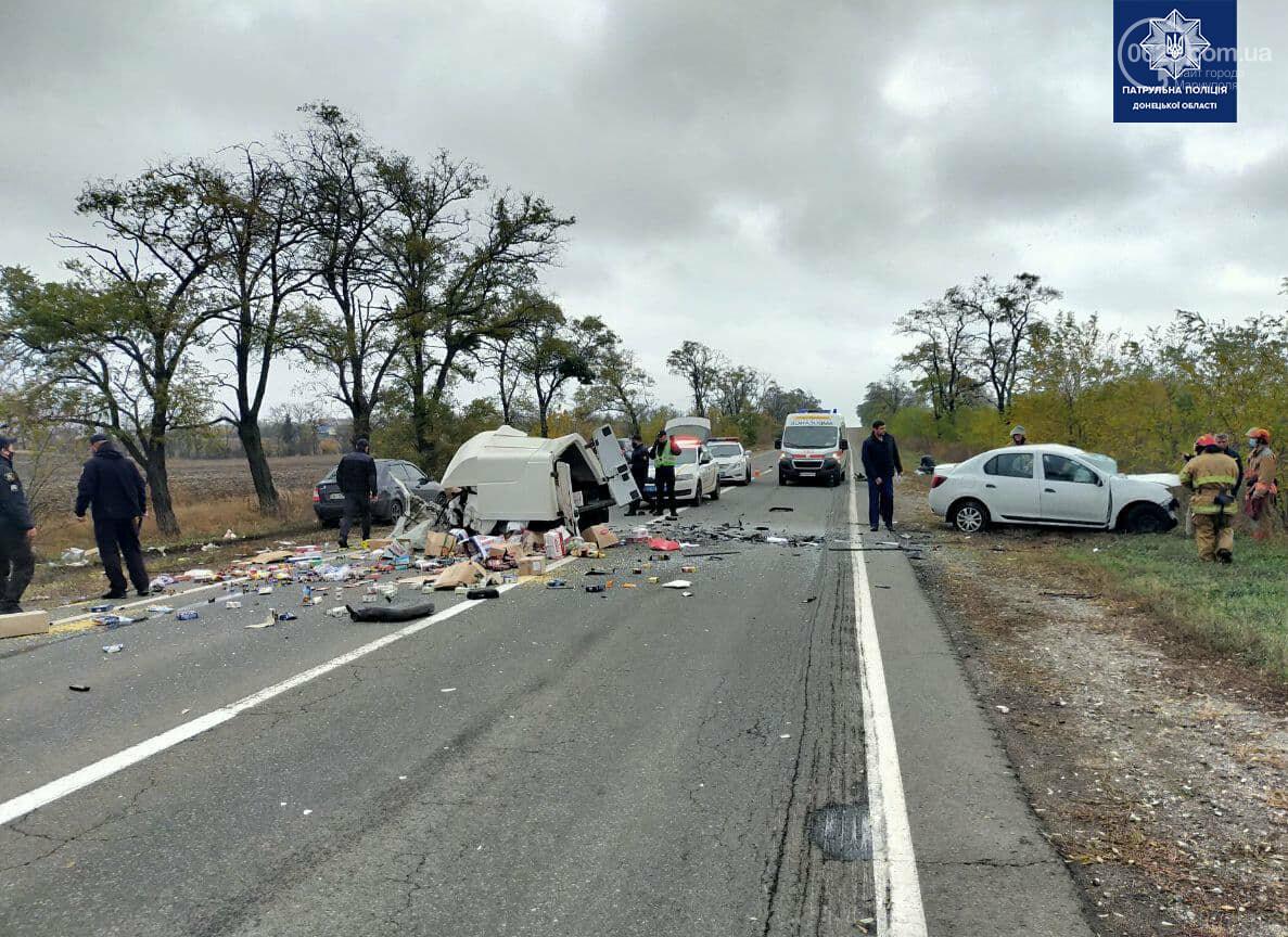 Автомобили вдребезги. В аварии на трассе под Мариуполем погибли два водителя, - ФОТО 18+, фото-4