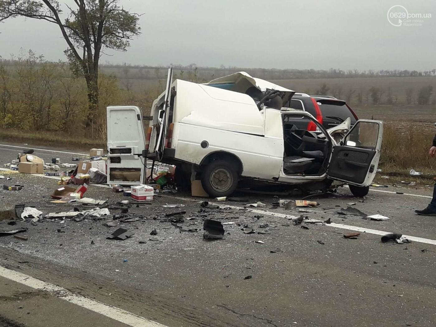 Автомобили вдребезги. В аварии на трассе под Мариуполем погибли два водителя, - ФОТО 18+, фото-7