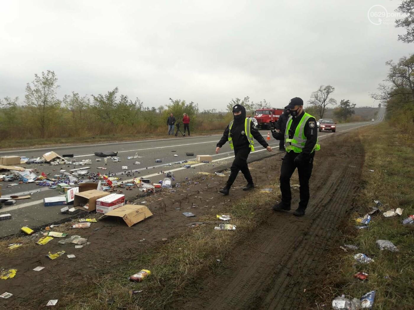Автомобили вдребезги. В аварии на трассе под Мариуполем погибли два водителя, - ФОТО 18+, фото-14
