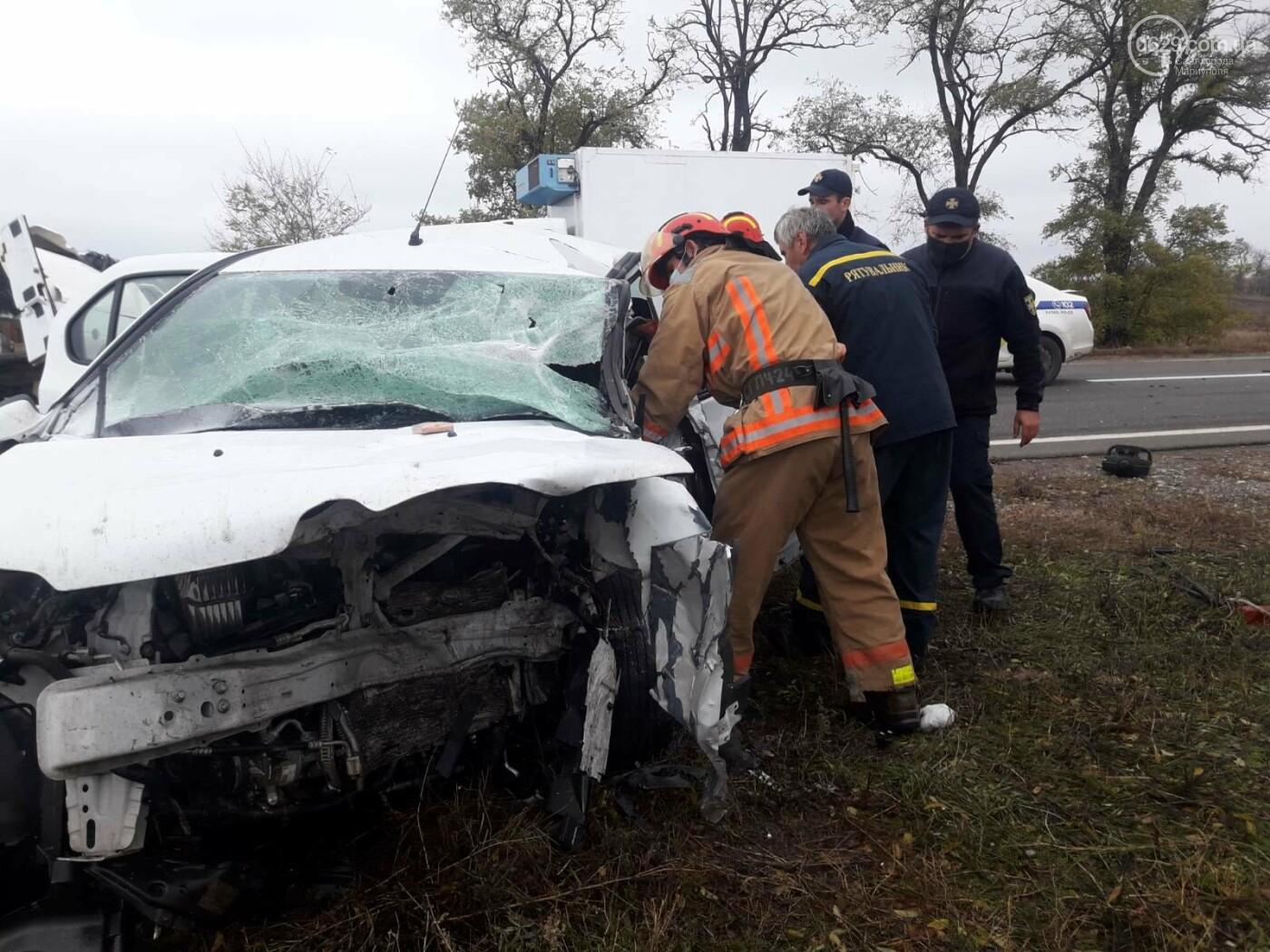 Автомобили вдребезги. В аварии на трассе под Мариуполем погибли два водителя, - ФОТО 18+, фото-10