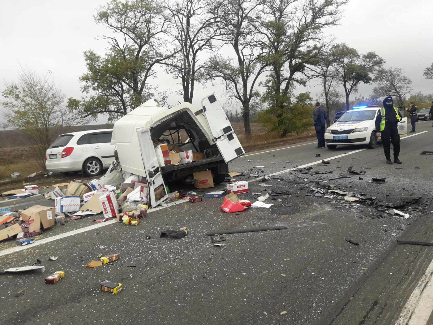 Автомобили вдребезги. В аварии на трассе под Мариуполем погибли два водителя, - ФОТО 18+, фото-11