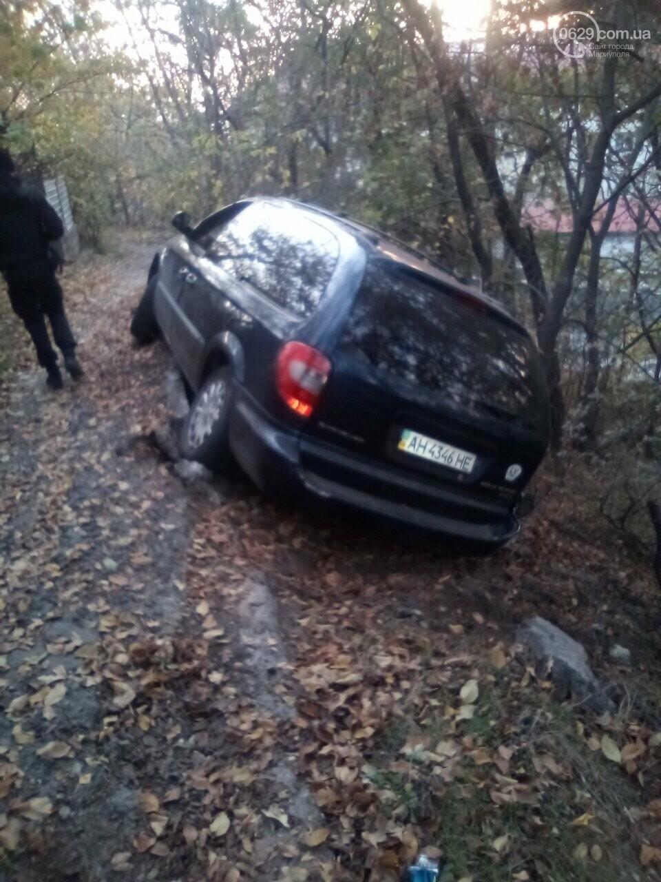 В Мариуполе автомобиль снес забор и  повис над обрывом,- ФОТО, фото-4