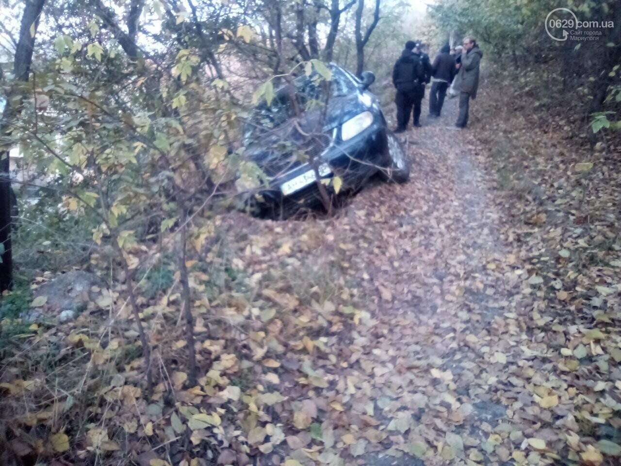 В Мариуполе автомобиль снес забор и  повис над обрывом,- ФОТО, фото-3