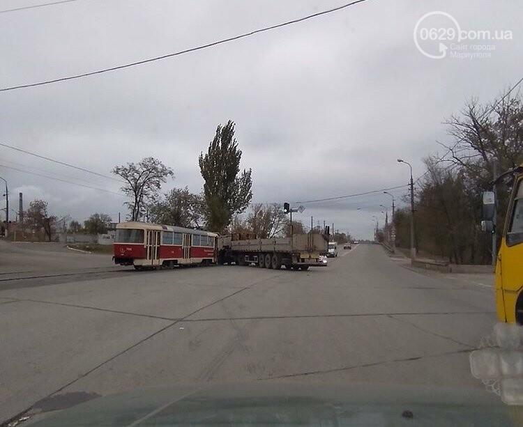 На выезде из Мариуполя трамвай столкнулся с длинномером,- ФОТО, фото-1