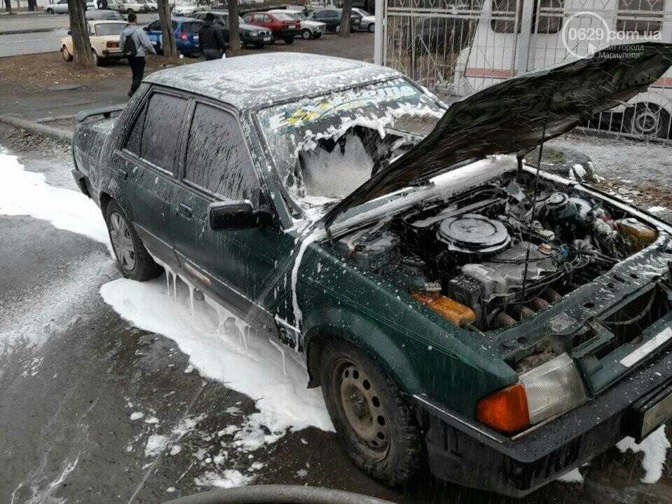 В Мариуполе возле завода загорелся автомобиль Ford, - ФОТО, ВИДЕО, фото-1