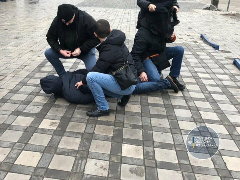 В Мариуполе государственный чиновник задержан за 700 долларов взятки, - ФОТО, фото-1