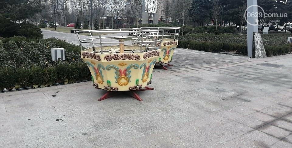 """Луна-парк приехал? В Мариуполе на площади Свободы устанавливают скандальную """"Венецианскую карусель"""", - ФОТО, фото-2"""
